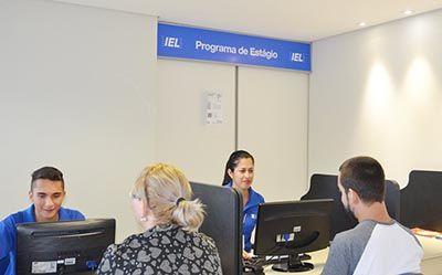 IEL oferece mais de 1,1 mil vagas de estágio e emprego