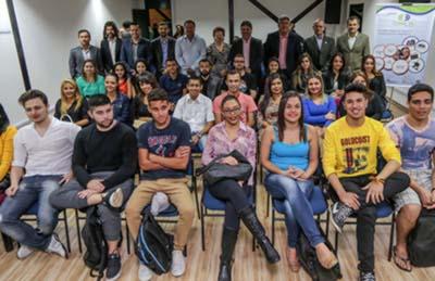 Universidade oferece vagas de emprego, estágio e cursos