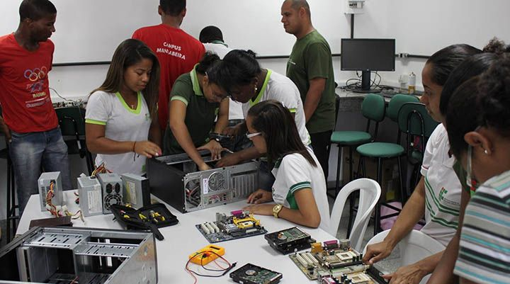 Escola Tecnológica e Instituto Federal Estão Oferecendo Cursos Gratuitos
