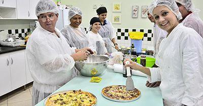 pratos. Página para inscrição no curso, na cidade de São José dos Campos-SP:http://bit.ly/2ERnGyS Curso Gratuito de Pizzas Doces e Salgadas Senac PSG 2018