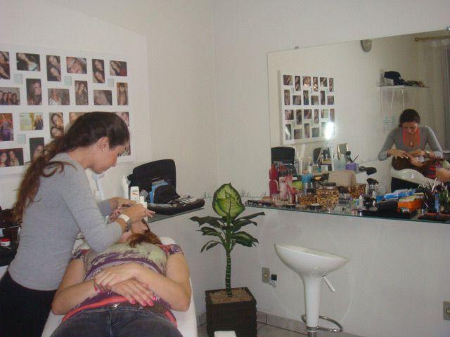cursos de designer de sobrancelhas e maquiagem salários são atraentes