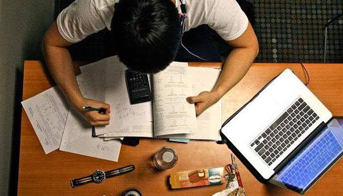 Vale a pena deixar o emprego para estudar para Concursos?