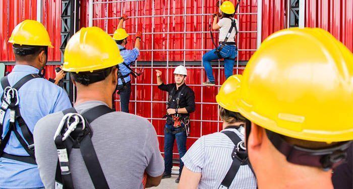 Cursos Técnicos de Segurança do Trabalho e Gerência em Saúde