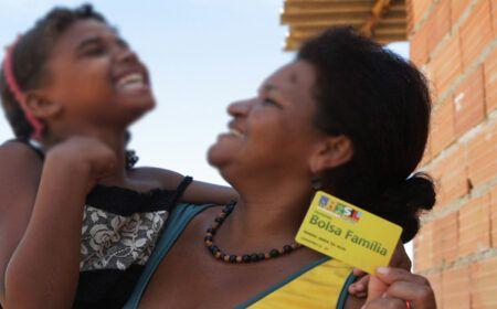 ATUALIZAÇÃO sobre o DÉCIMO TERCEIRO do BOLSA FAMÍLIA: Confira o CALENDÁRIO de PAGAMENTO!