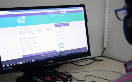 Universidade abre 300 MIL VAGAS em CURSOS para PROFESSORES: Veja como se INSCREVER!