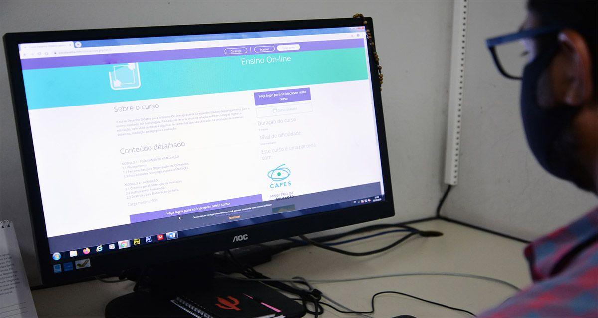 Universidade abre 300 MIL VAGAS em CURSOS para PROFESSORES