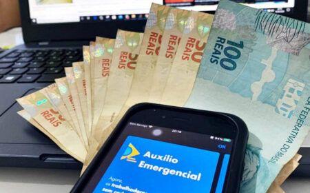 CONFIRMADO! 8 LOTES do Auxílio de R$ 300,00 são LIBERADOS para 2021: Veja quem PODE SACAR…