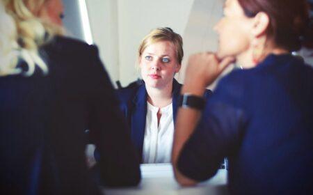 Como se Comportar em uma Entrevista de Emprego? Veja o Guia que separamos para você!