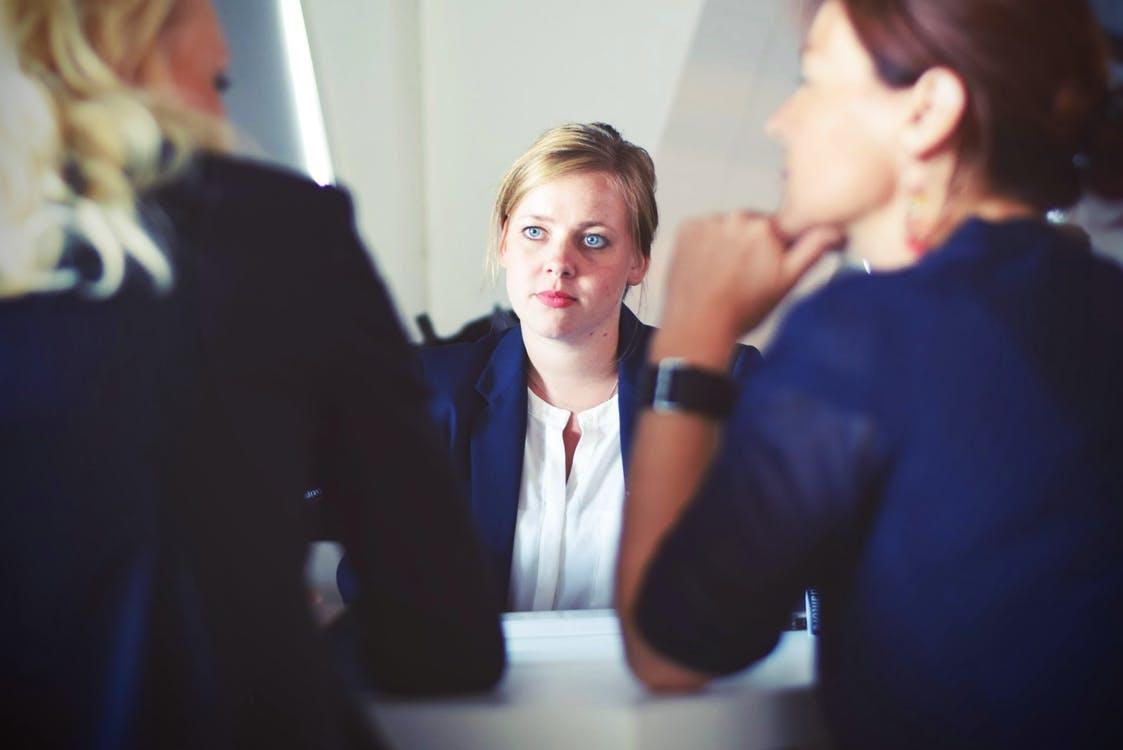 como se comportar em uma entrevista de emprego
