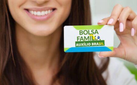 Como atualizar cadastro e confirmar inscrição para receber o Auxílio Brasil: Novo Bolsa Família começa em novembro